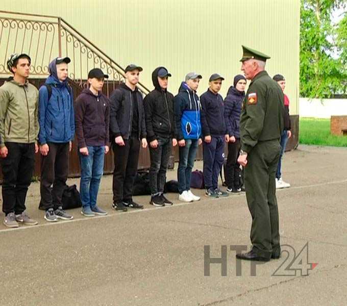 17 жителей Нижнекамска отправились служить в армию