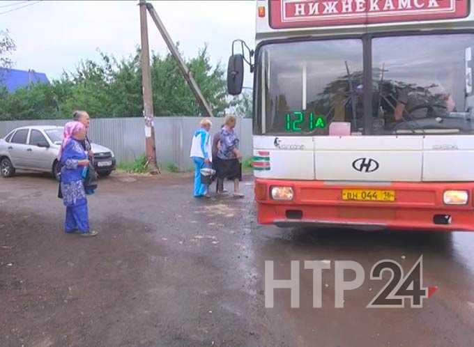 В Нижнекамске подрались водитель дачного автобуса и пассажир