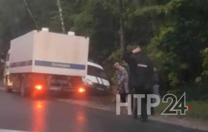 Стало известно, почему сломавшийся под Нижнекамском автозак оцепили полицейские с собаками и автоматами