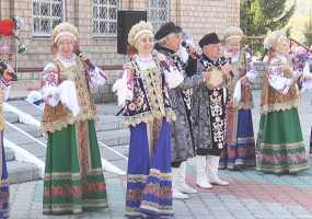 Православные жители Нижнекамска отметили Антипасху праздничным хороводом