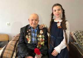 Юная нижнекамская школьница подготовила подарки ветеранам