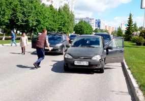 В Нижнекамске разбросанные на дороге деньги едва не привели к транспортному коллапсу