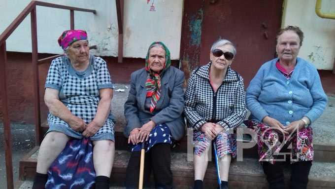 В Нижнекамске бабушек оставили без скамеек