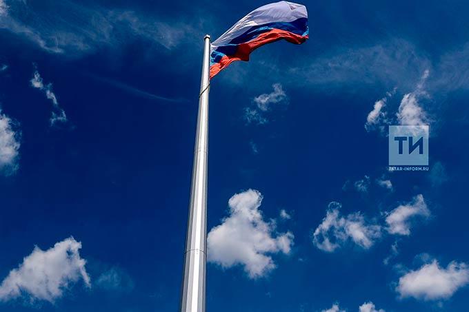 В казанском парке Победы прошла церемония подъема российского флага на 50-метровый флагшток