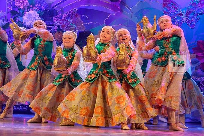 Лауреатам фестиваля «Созвездие-Йолдызлык» вручили паспорта на праздничном концерте ко Дню России
