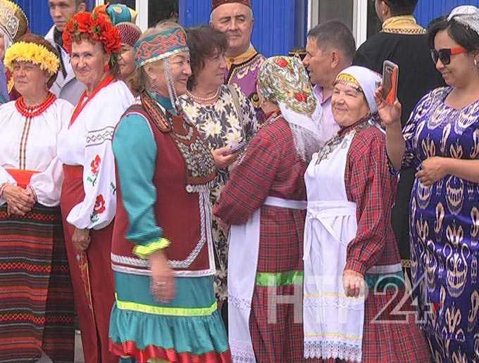 В День России нижнекамцы пели в трамваях, играли в футбол, посещали концерты и мастер-классы