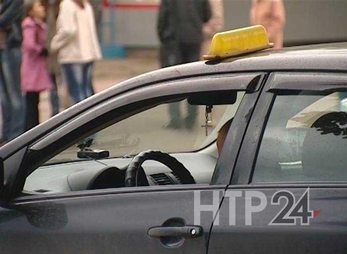 Таксист изнасиловал пассажирку и обещал на ней жениться