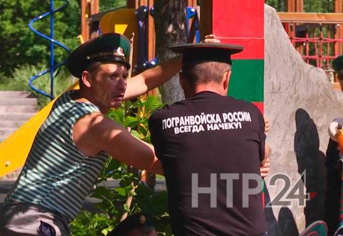 Солдаты запаса облагородили монумент воинам пограничной службы в поселке Красный Ключ