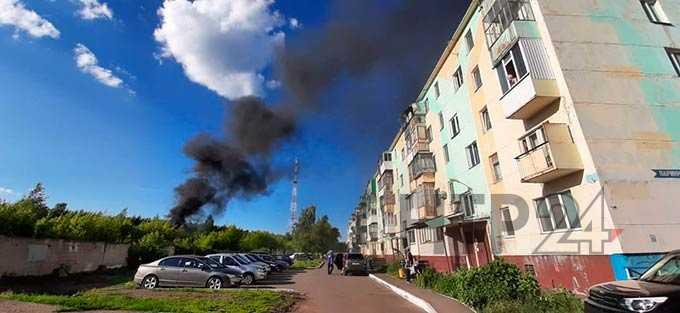 В центре Нижнекамска произошел пожар на автомобильной стоянке