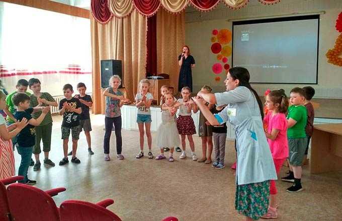 Нижнекамские медики рассказали отдыхающим в пришкольном лагере детям о правильном питании