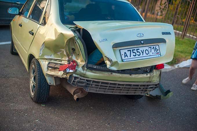 Во время празднования Дня молодежи в Татарстане пьяный водитель протаранил 3 автомобиля