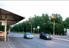В Нижнекамске автомобиль на большой скорости сбил двух пешеходов