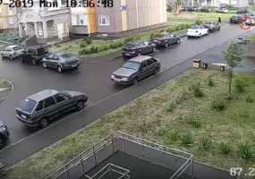 В Нижнекамске ребенок на самокате попал под колеса машины