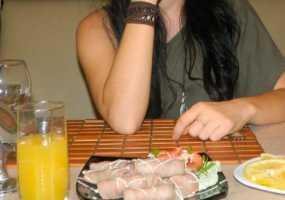 Ученые: треть девушек ходят на свидания, чтобы бесплатно поесть