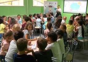 В Нижнекамске школьникам объяснили, надо ли сдавать деньги на подарки учителям