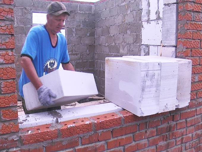 Жители Нижнекамского района благодаря помощи людей восстанавливают сгоревший дом