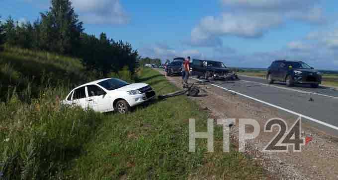В Нижнекамске оторванное в ДТП с участием трех машин колесо попало в «Renault Kaptur»