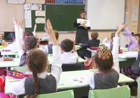 Российским школьникам хотят запретить приходить на уроки с мобильниками