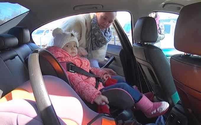 В России малообеспеченным семьям хотят выдать детские автокресла