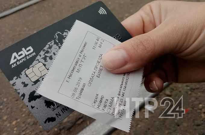 Нижнекамцы осваивают новый вид оплаты за проезд в трамвае