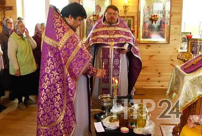 Православные христиане Нижнекамска отмечают медовый спас