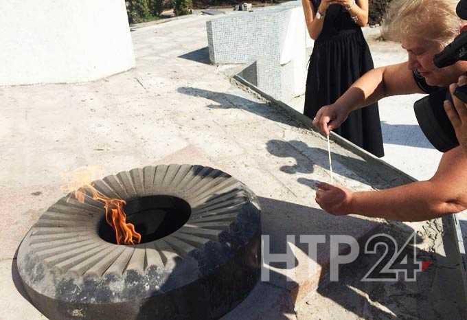 В Нижнекамске потушили Вечный огонь, горевший у монумента Победы с 1980-х годов