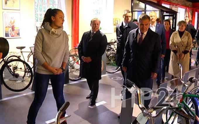 Президент Татарстана, приехав в Нижнекамск, вспомнил свой велосипед из детства