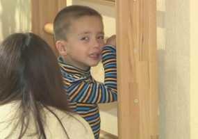 Русфонд: маленькому Егору с ДЦП нужна специальная коляска