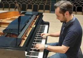 Прославленный пианист Тимур Мустакимов даст концерт в родном Нижнекамске