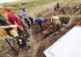 Нижнекамские поисковики обнаружили на полях сражений девушку-бойца с бигуди в сапоге и зеркальцем