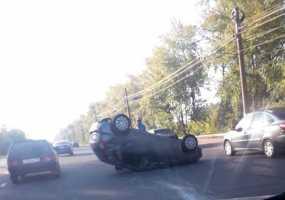 Появилось видео с автомобилем-перевертышем около НКЦ в Нижнекамске