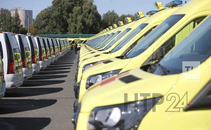 Минниханов вручил ключи от новых автомобилей больницам и учреждениям соцзащиты Татарстана