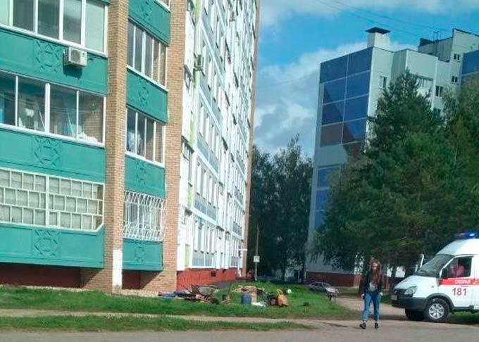 В Нижнекамске из окна 6 этажа выпала бабушка