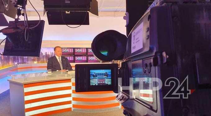 Две сотни вопросов и неожиданные заявления: мэр Нижнекамска провел «Прямую связь» с населением