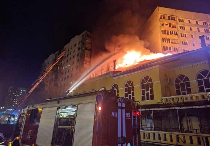 В Челнах при пожаре в кафе погиб подросток