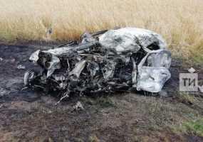 Водитель легковушки сгорел заживо после столкновения с грузовиком под Челнами