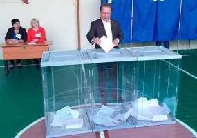 В Нижнекамске на выборах депутатов Госсовета одним из первых проголосовал мэр города Айдар Метшин