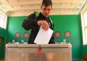 В Нижнекамске на выборах депутатов Госсовета РТ голосующим впервые вручают подарки