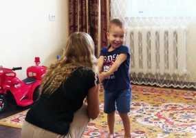 Русфонд: помощь нужна трехлетнему Самиру из Альметьевска, страдающему деформацией сухожилий