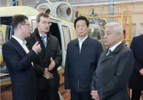 Глава законодательной власти Китая ознакомился со сборкой казанских вертолетов «Ансат»