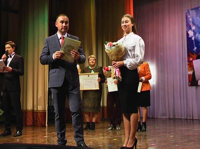 Нижнекамских педагогов поздравили с Днем учителя