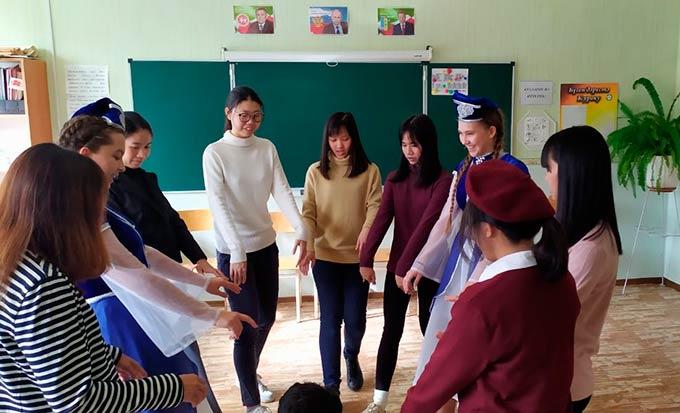 В Нижнекамской гимназии появились ученицы из Таиланда