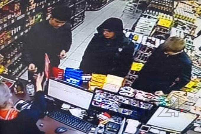 В Нижнекамске нашедшие чужую банковскую карту мужчины расплачивались ею в магазинах