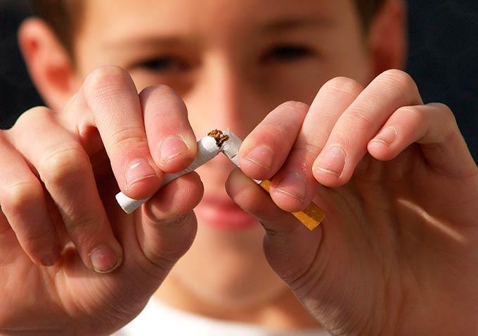 Родители курящих детей могут быть наказаны рублем