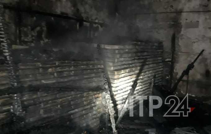 В Нижнекамске огонь чуть не уничтожил предприятие по производству и продаже запасных частей