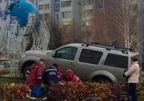 В Нижнекамске на пр.Мира водитель иномарки врезался в архитектурную конструкцию