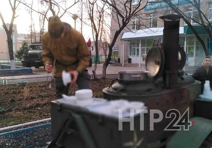 В Нижнекамске новобранцев напутствовали перед службой в армии и накормили солдатской кашей