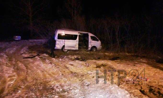 В Нижнекамске в час пик на оживленной трассе в ДТП попал вахтовый микроавтобус