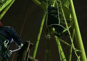 Рабочего парализовало в кабине башенного крана на высоте 50 метров