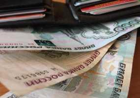 Полицейского арестовали в момент, когда он жевал деньги